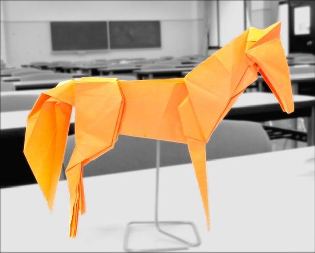 竹内ケイさんによるウマ2の折り紙