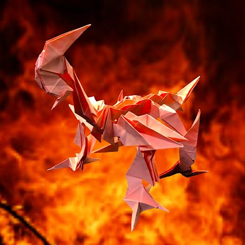 りょうすけ@組み立て折神工房Assembly Origami Workshopさんによる「灼熱龍グルート・フランメ」 23枚の折り紙