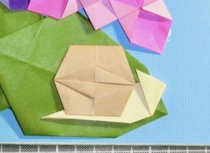 竹内ケイさんによるカタツムリ2の折り紙