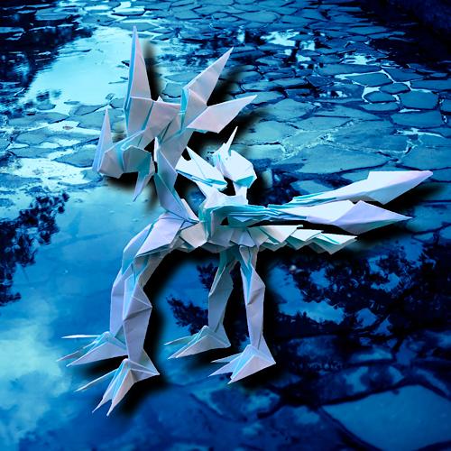 りょうすけ@組み立て折神工房Assembly Origami Workshopさんによる「雨下龍サミダレ」 32枚の折り紙