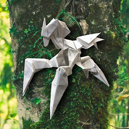 りょうすけ@組み立て折神工房Assembly Origami Workshopさんによる「白蟻のカタストル」 15枚の折り紙