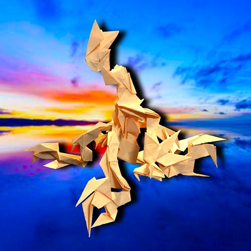 りょうすけ@組み立て折神工房Assembly Origami Workshopさんによる「獣門テトラポーダ」 37枚の折り紙