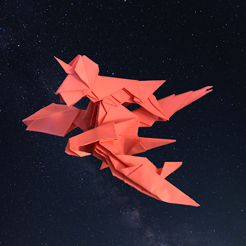 りょうすけ@組み立て折神工房Assembly Origami Workshopさんによる「紅龍星ボーライド」 15枚の折り紙