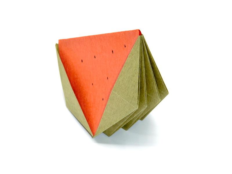 竹内ケイさんによるスイカの折り紙