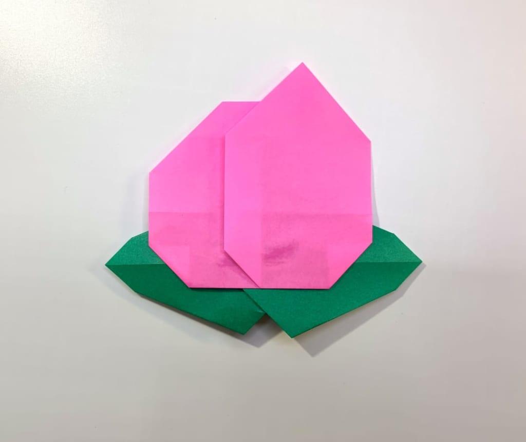 竹内ケイさんによるモモの折り紙