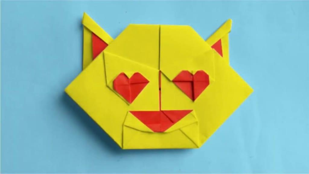 ハディさんによる目がハートの猫 絵文字 (Smiling Cat with Heart-Eyes Emoji) 😻の折り紙