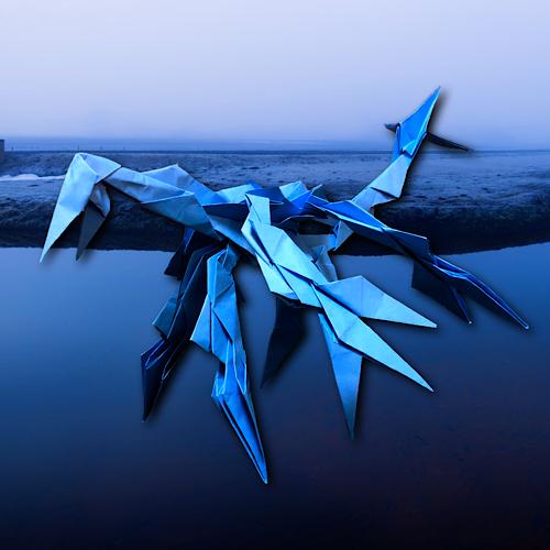 りょうすけ@組み立て折神工房Assembly Origami Workshopさんによる「鶴氅龍ハオリ」 25枚の折り紙