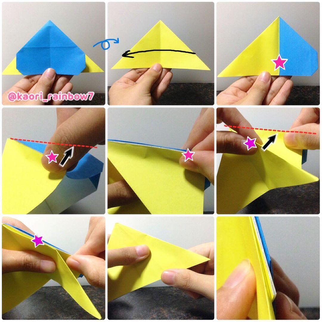 ※ピンクの星印部分を持ち上げて、青色の折り紙の縁に合わせて折ります。紫色の星印も同様に縁に合わせて折ってください。
