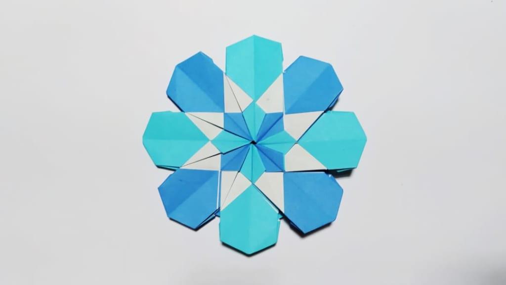 ハディさんによる八芒星の折り紙