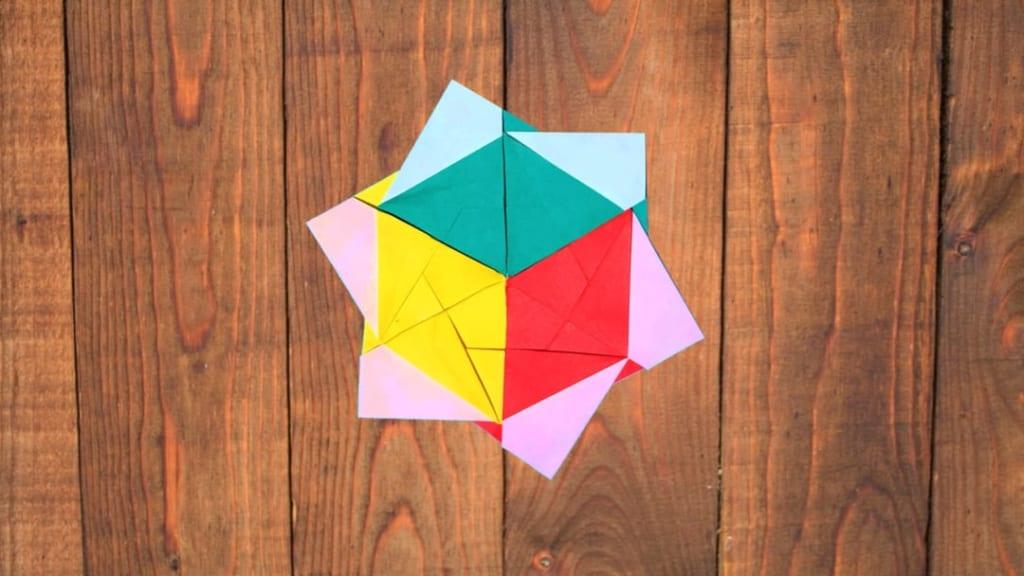 ハディさんによるキューブ・スターの折り紙