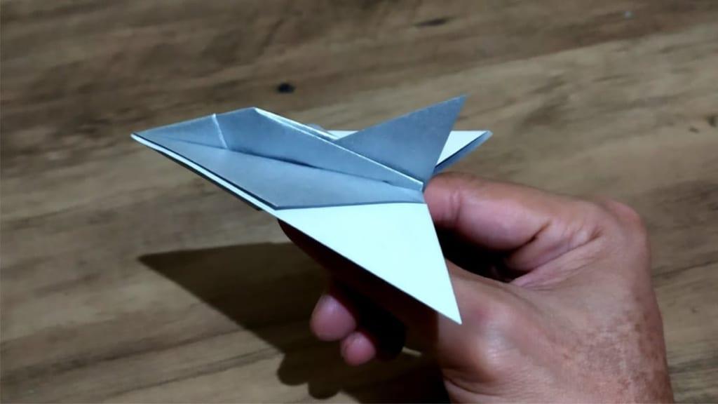 ハディさんによるデルタウィング戦闘機の折り紙