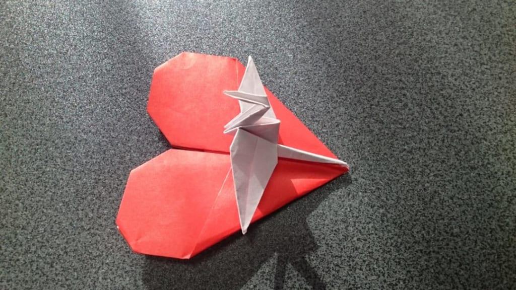 鶴連坊さんによるハートの鶴のメッセンジャー A-2:インサイドアウトの折り紙