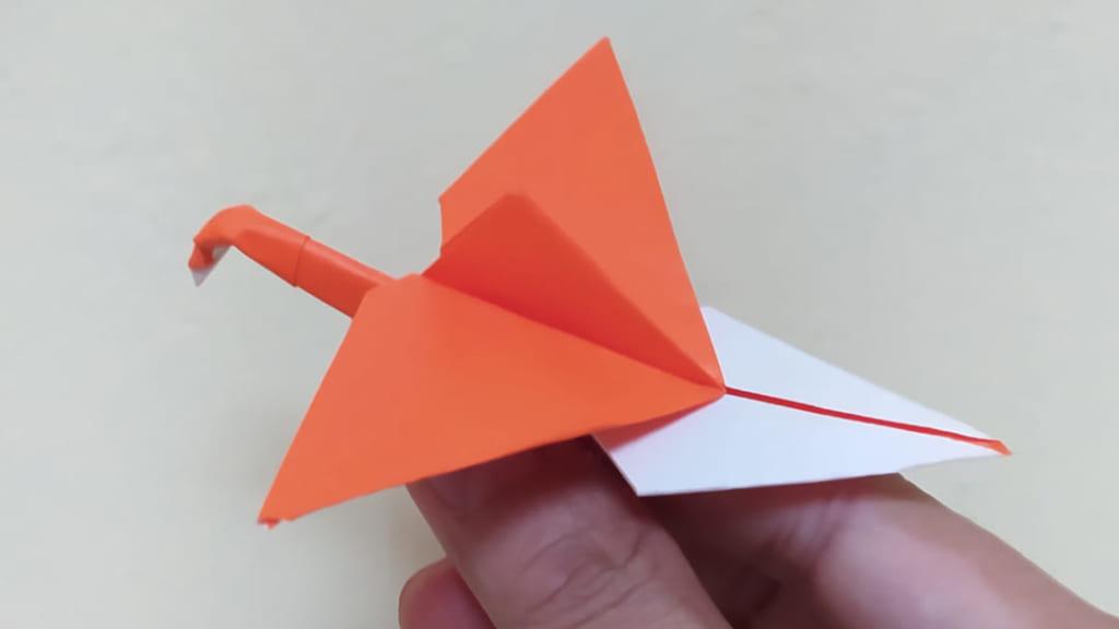 ハディさんによる空飛ぶ折り鶴の折り紙