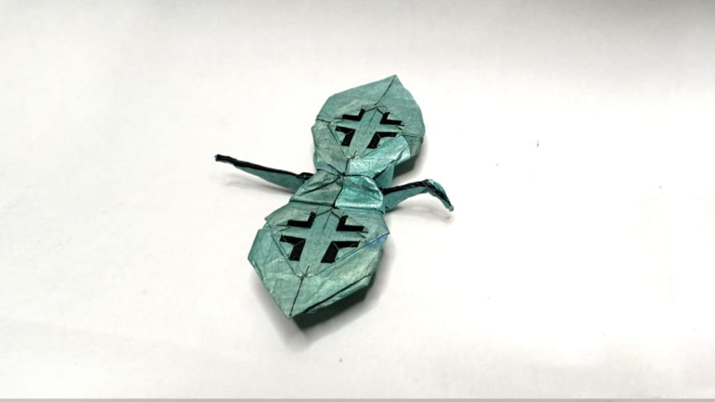 ハディさんによるバルケンクロイツのある鳥の折り紙